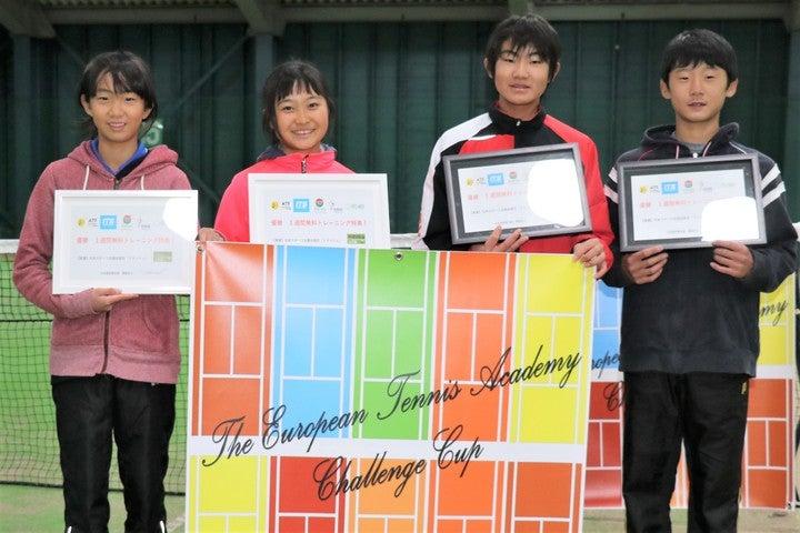 優勝した選手たち。左から池戸悠希子、金子紗英、石井凌馬、前田透空(優勝者全員ではありません)。写真=スマッシュ編集部