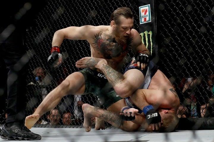 怒涛の攻撃でセローニを倒したマクレガー。その一挙手一投足に観客が沸いた。 (C) Getty Images