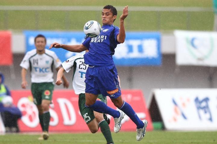 徳島に加入したばかりの頃は日本のサッカーに馴染めず、3年連続4得点止まり。それでも13年には12ゴールを挙げ、チームのJ1昇格に貢献した。写真:滝川敏之