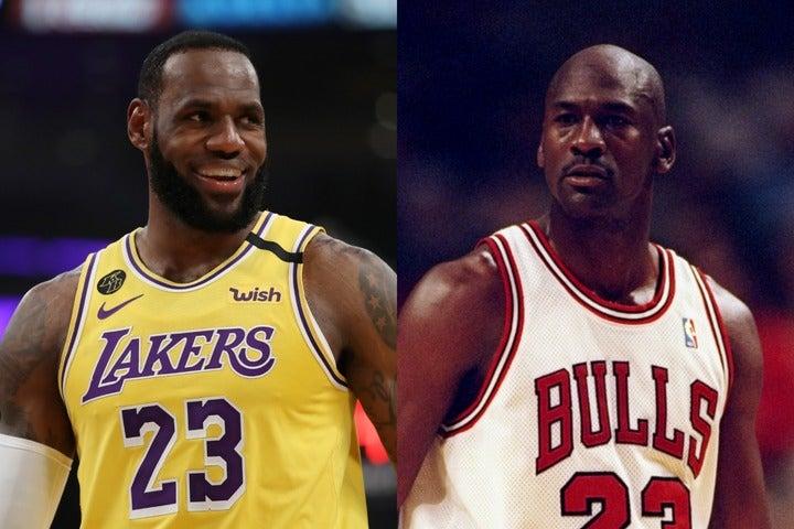 レブロン(左)とジョーダン(右)のどちらが史上最高の選手か。これはバスケットボールにおける永遠のテーマと言えるだろう。(C)Getty Images