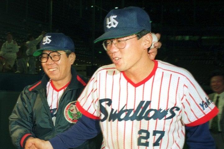 若手時代の古田(右)と野村監督(左)。確かに言われてみれば、