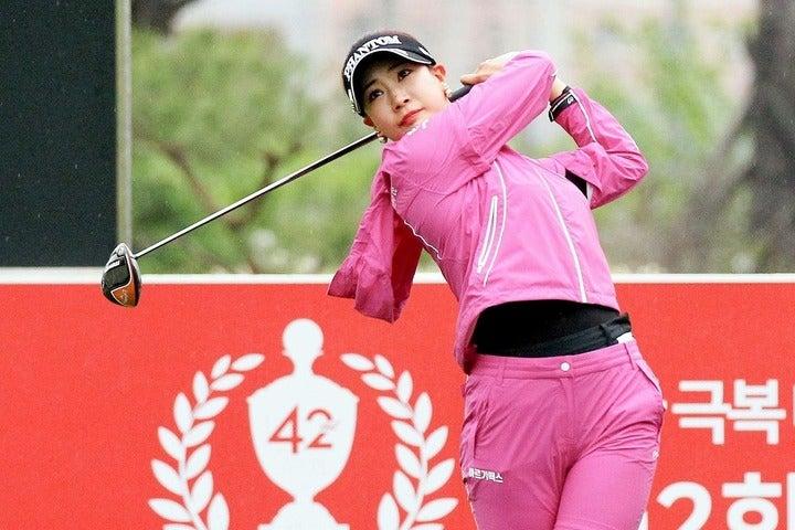 「韓国女子ゴルフ選手権」に出場中のユ・ヒョンジュ。最終日での巻き返しを期す。(C)Getty Images