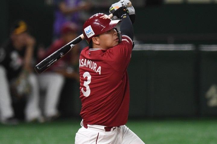 絶好調の浅村は今日も本塁打を放って、快挙への道を歩めるだろうか。写真:徳原隆元