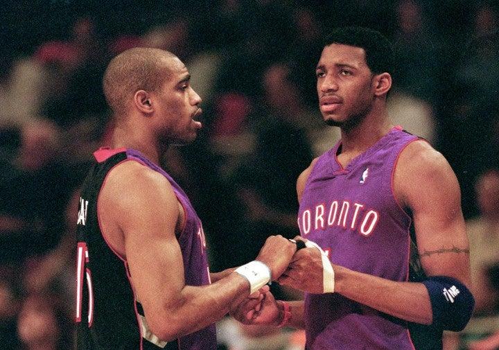 義理の従兄弟関係にあるカーター(左)とT-MAC(右)。99年から2シーズン共闘したが、やがて別れが訪れることに…。(C)Getty Images