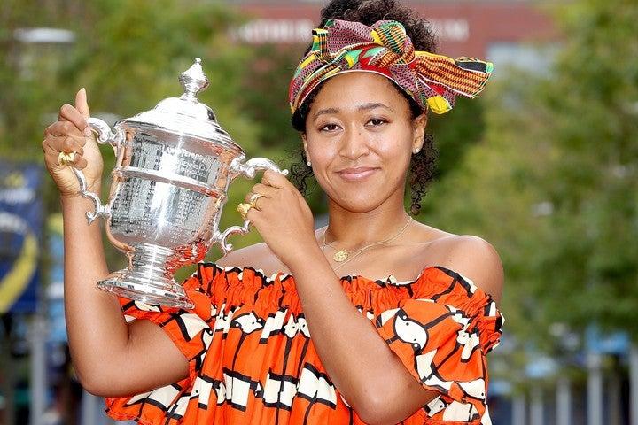 全米オープンテニス優勝のフォトセッションでは、アフリカンドレスで登場した大坂なおみ。(C)Getty Images