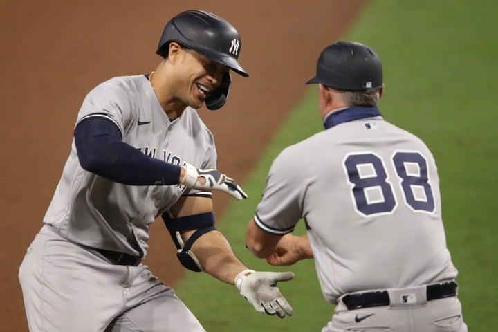 9回にダメ押しの満塁弾を放ったスタントン(左)。バックスクリーンへ飛び込む特大の一打だった。(C)Getty Images