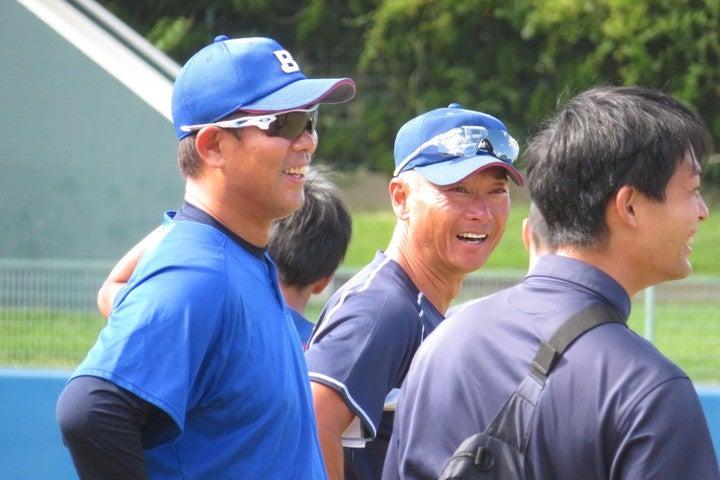 琉球を率いる清水監督(左)は、「ここ数週間はいろんなスカウトの方にもきていただいています」と現状を語った。写真:岩国誠
