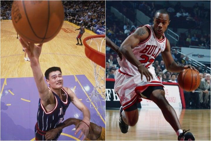 2002年のドラフトで1位指名されたヤオ(左)と2位指名のウィリアムズ(右)。引退後も含めた2人の人生を辿る。(C)Getty Images