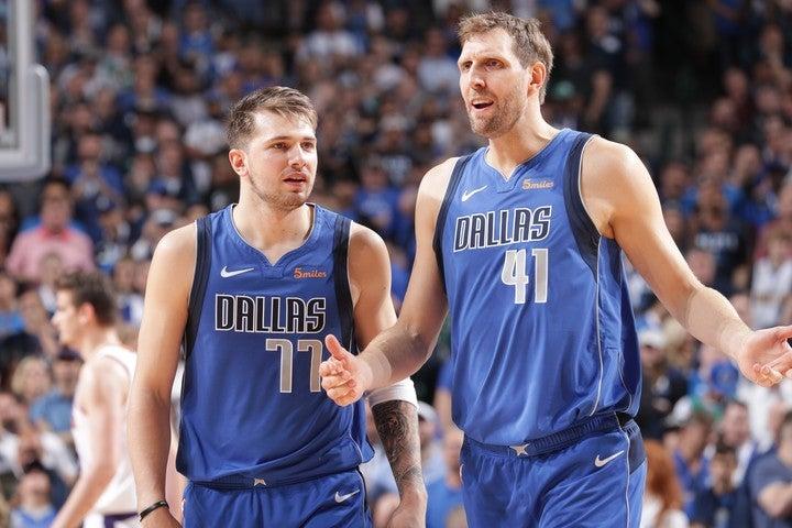 """ユーロリーグにアメリカ人選手が""""逆輸入""""している一方で、NBAではノビツキー(右)やドンチッチ(左)を筆頭に、欧州出身選手が増加している。(C)Getty Images"""