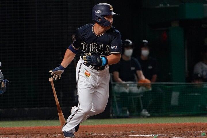 首位打者に輝いた吉田は492打席で72四球を選んだ一方、三振数はたったの29だった。写真:田中研治
