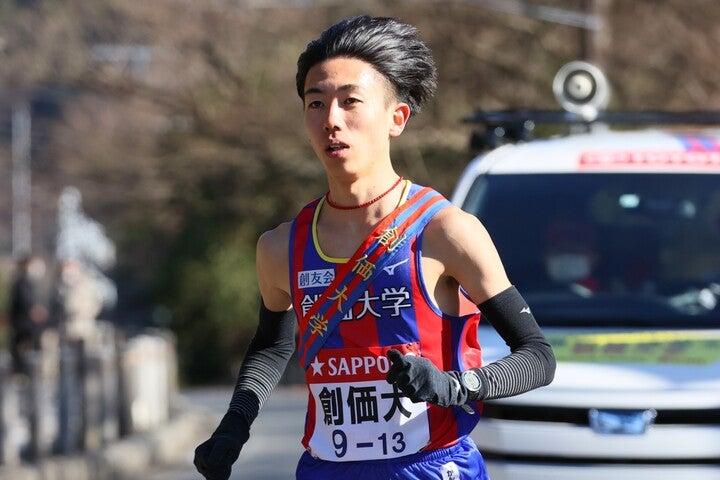 初の往路優勝に導く走りをみせた5区三上雄太。写真:アフロ
