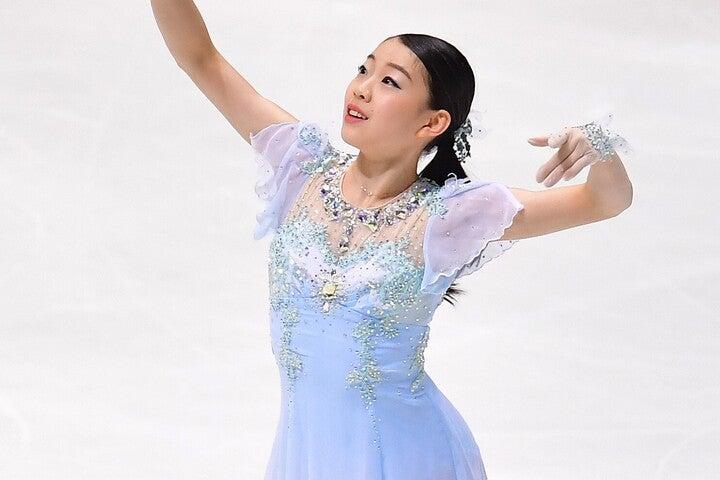 全日本選手権で2連覇を果たした紀平梨花が浅田さんとの2ショットを公開した。(C)Getty Images