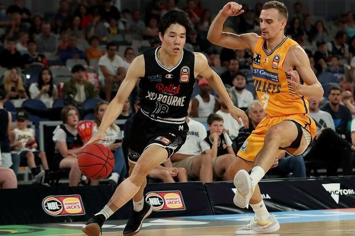 NBA入りを目指す馬場は今季からオーストラリアでプレー。ここまで13試合で平均8.7点、1.9リバウンド、1.3アシストという成績を残している。(C)Getty Images
