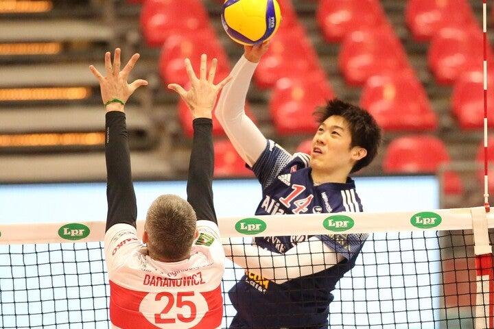 石川の活躍で、チームは5位決定戦の単独トップに立った。(C)Powervolley Milnano
