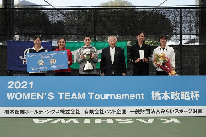 表彰式でのプロチームのメンバー。写真:伊藤功巳