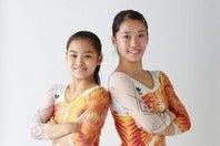 妹・千愛(左)、姉・瞳(右)の2人とも体操界のトップとして活躍している畠田姉妹。写真提供:アミューズ