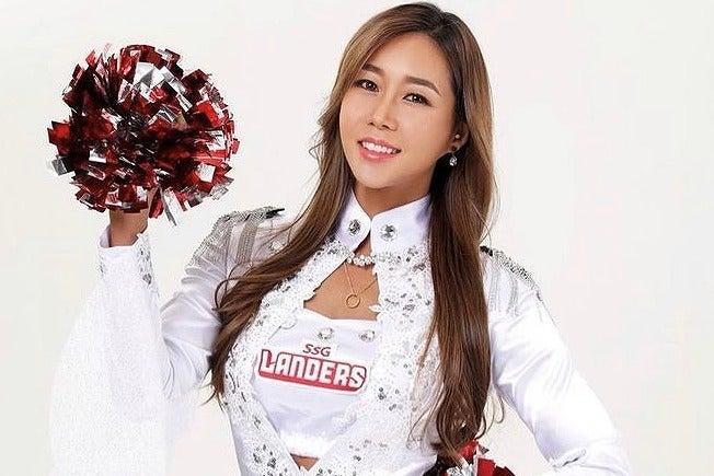 美女揃いの韓国チア界にあって、図抜けたスーパーボディを誇るのがこのペク・スヒョンさんだ(写真は公式インスタグラムより)。