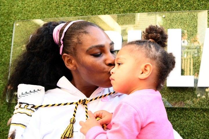 SNSでも大人気のセレナと愛娘のオリンピアちゃん。(C)Getty Images