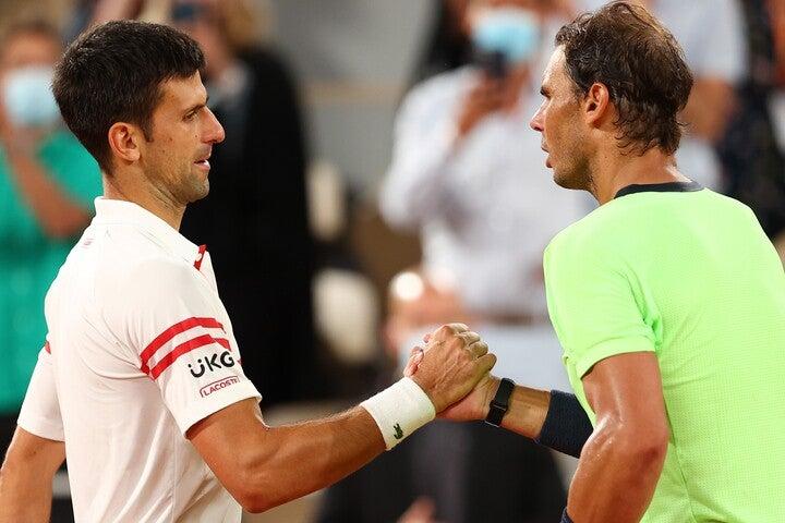"""テニス界で最も難しいと言われる、""""全仏でナダルに勝利""""を成し遂げたジョコビッチ(左)。(C)Getty Images"""