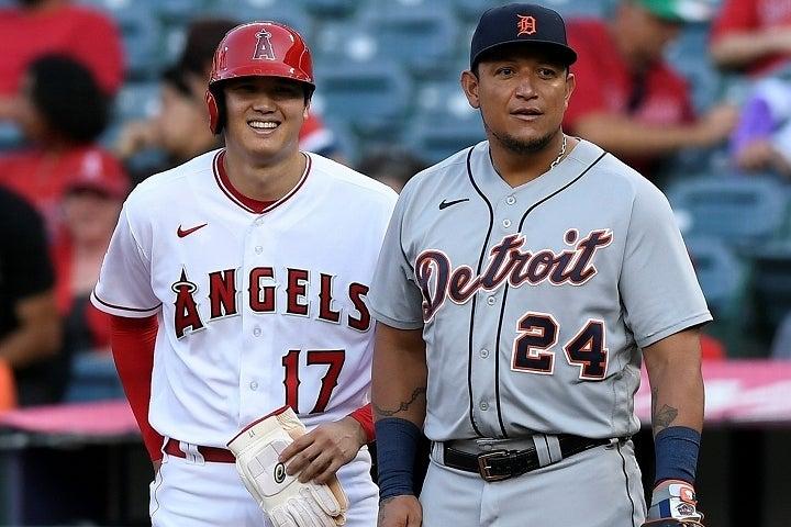 """カブレラ(右)と熱戦を演じた大谷(左)。一塁上で""""絡む""""シーンもあった。(C)Getty Images"""