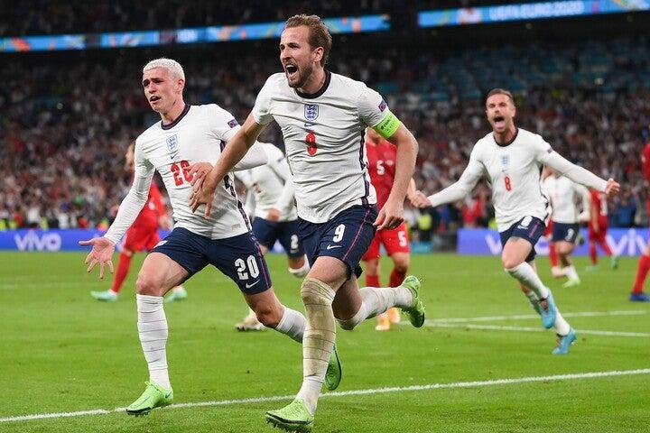 ケイン(中央)のゴールで決勝進出を決めたイングランド。11日の決勝ではイタリアと対戦する。(C)Getty Images