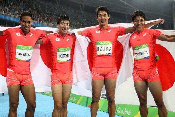リオ五輪で銀メダル獲得した侍リレーチーム。9秒台が4人揃う日本は、悲願の金なるか?(C)Getty Images