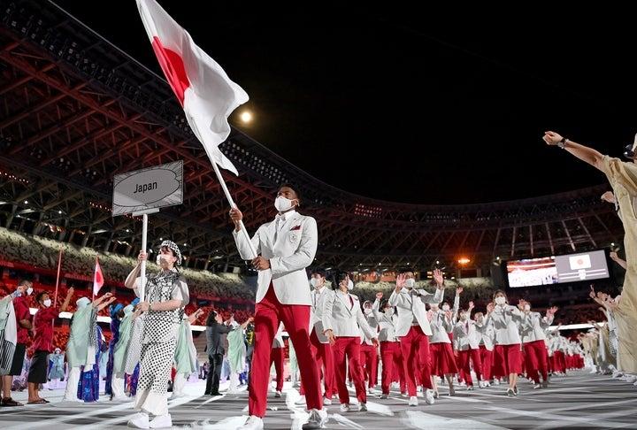 """開会式で旗手を務めた八村擁する""""史上最強""""のバスケ日本代表は、五輪で新たな歴史を刻めるか。(C)Getty Images"""