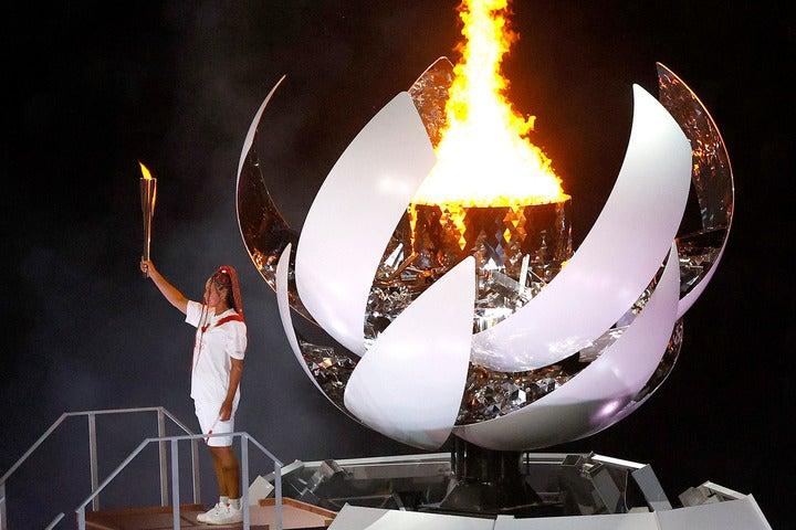 ついに開幕を迎えた東京五輪。開会式の最後は女子テニスの大坂が聖火台に火を灯した。(C)Getty Images