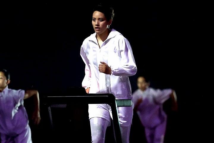 開会式序盤を彩った津端さん。その姿に海外メディアも賛辞を送った。(C)Getty Images