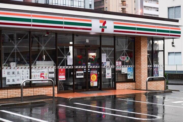 24時間営業かつ品揃えが豊富な日本のコンビニ。そのクオリティーに海外記者も驚きのようだ。(C)Getty Images