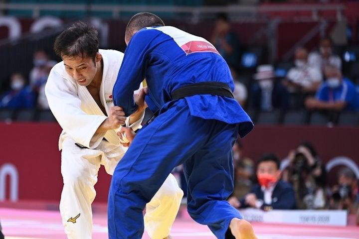 高藤(左)と対戦したチフビミアニ(右)の陣営からは判定に不満も。写真:佐貫直哉(JMPA代表撮影)