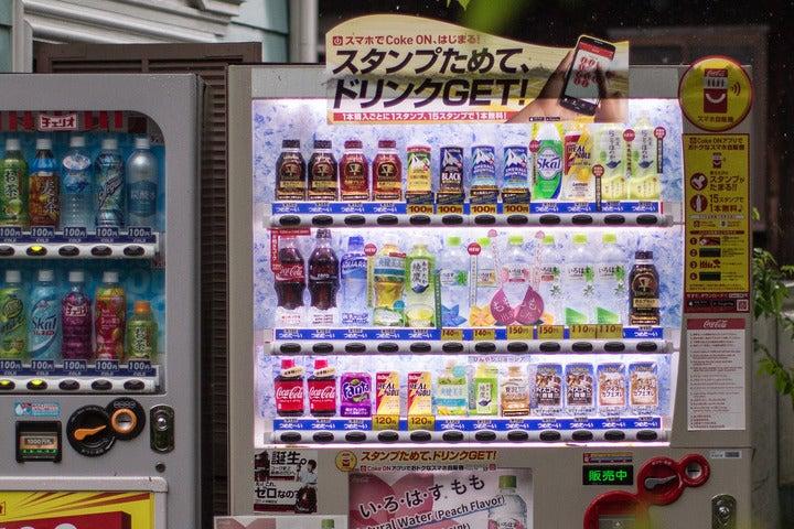 全国に数多く設置されている自動販売機に、東京五輪の来日記者が感激したことを明かしている。(C)Getty Images