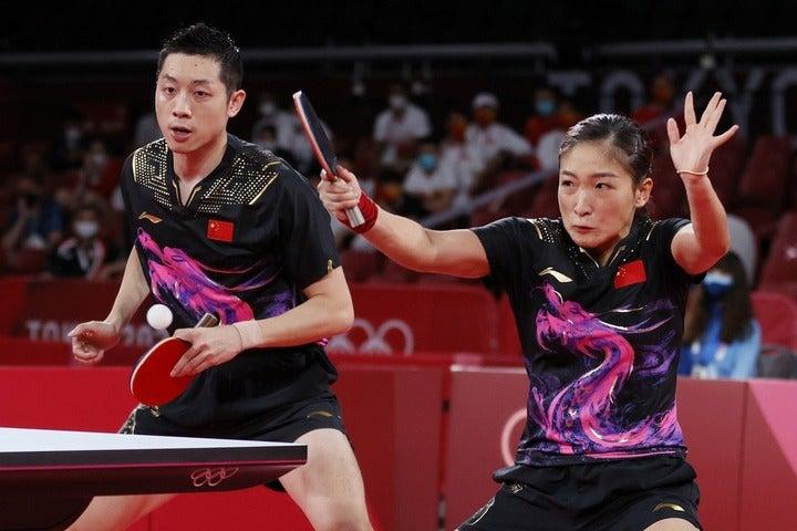 卓球混合ダブルス決勝、許昕/劉詩雯ペア(写真)は日本ペアと死闘を繰り広げたが、最終ゲームで力尽きた。(C)Getty Images