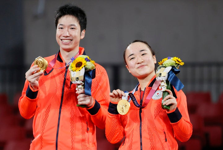 見事金メダルに輝いた水谷(左)/伊藤(右)ペア。ただ、敗れた中国のファンはこの結果に納得がいっていないようだ。(C)Getty Images