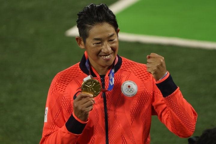 13年前と同じく日本を金メダルに導いた上野。写真: JMPA代表撮影