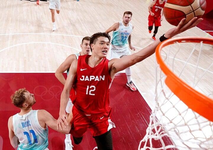 予選ラウンド第2戦でスロベニアに大敗した日本。キャプテンの渡邊は17得点、7リバウンドと奮闘も実らず。(C)Getty Images