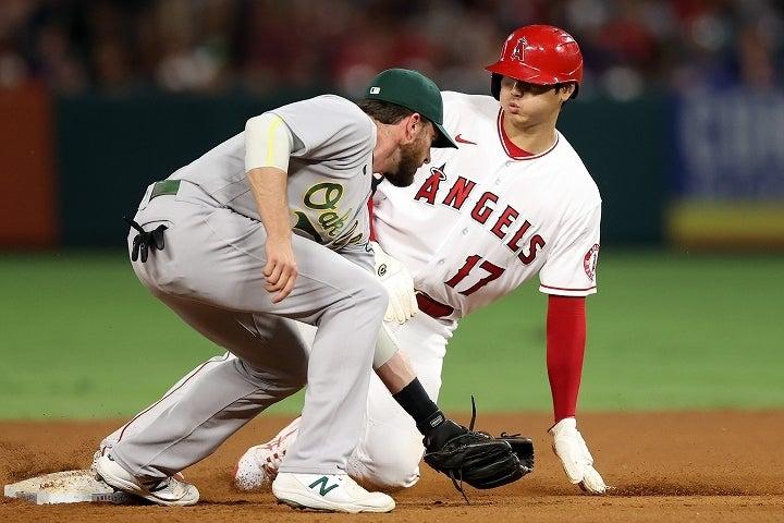 果敢な仕掛けで15個目の盗塁をマークした大谷。脚力でも魅せる男は、新たな記録を作った。(C)Getty Images