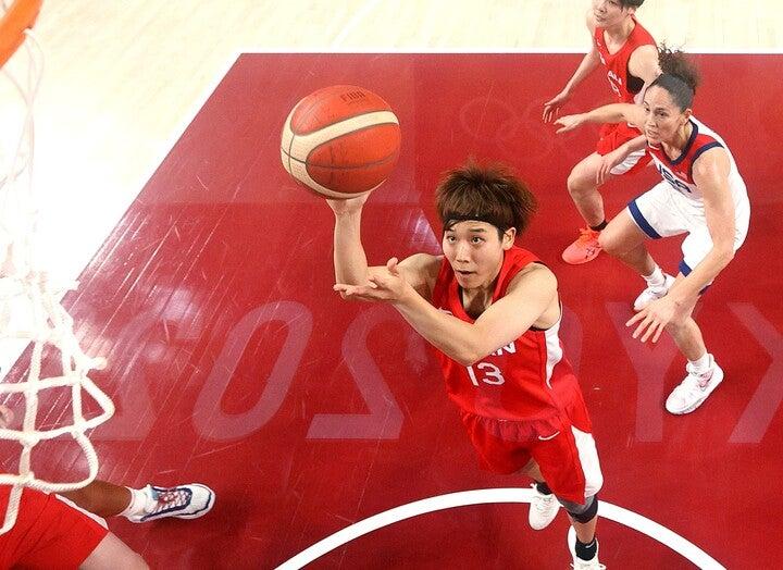 悲願の金メダルを目指す女子日本代表はアメリカ相手に奮闘を見せるも、17点差で敗戦。司令塔の町田はゲーム最多の11アシストをマークした。(C)Getty Images