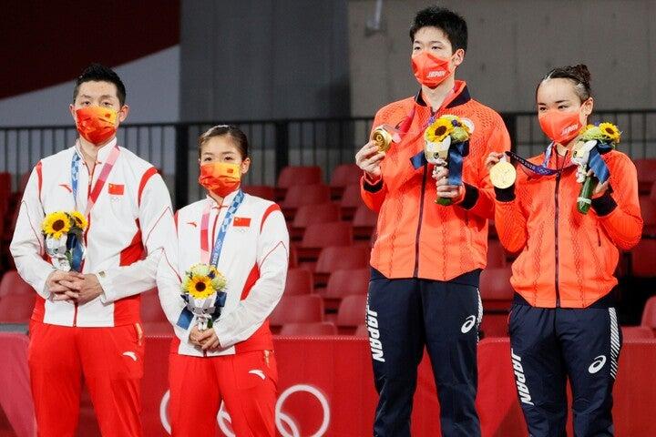混合ダブルスで水谷/伊藤ペアと対戦した劉(左から2番目)。団体戦では再び彼女との名勝負が期待されていただけに、残念でならない。(C)Getty Images