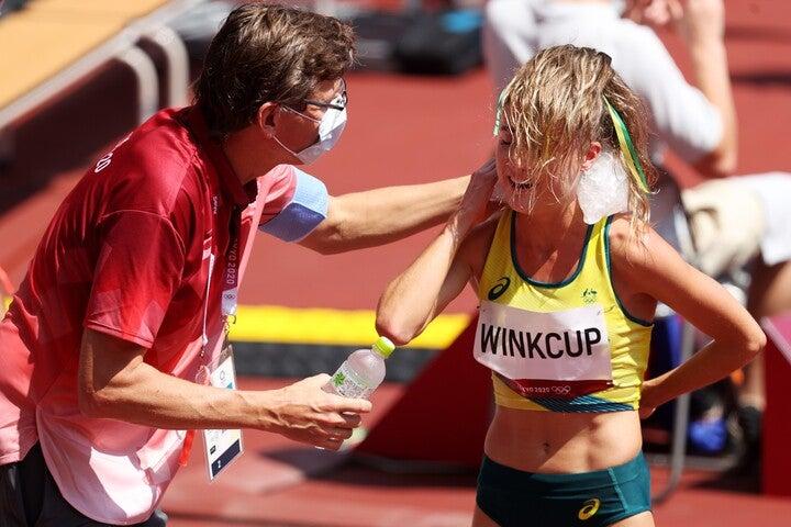 写真は3000メートル障害予選を走り終えた選手。レース後に選手たちは氷で体を冷やしていた。(C)Getty Images