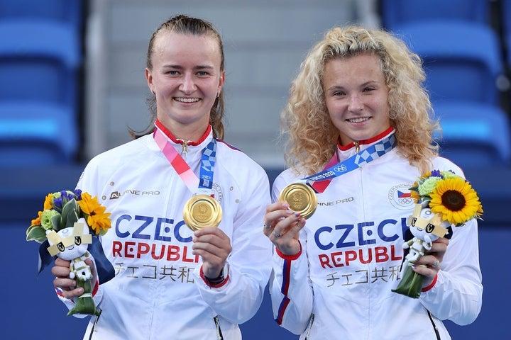 女子ダブルスを制したクレイチコワ/シニアコワ。チェコに初めての金メダルをもたらした。(C)Getty Images