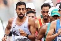東京五輪でのレースで30キロ手前まで先頭集団に加わったアンドゥニ。28キロ過ぎの給水地点での行動を振り返った。(C)Getty Images