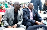 野球殿堂入り式典に出席したジョーダン(左)とユーイング(右)。それぞれの立場で後輩のジーターを祝福した。(C)Getty Images