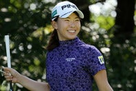 ショットに苦しみながらも、粘りのゴルフで予選通過を決めた渋野。(C)Getty Images