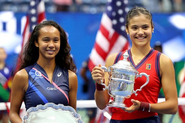 テニス界に衝撃を与える活躍を見せたラドゥカヌ(右)とフェルナンデス(左)の10代選手2人。(C)Getty Images
