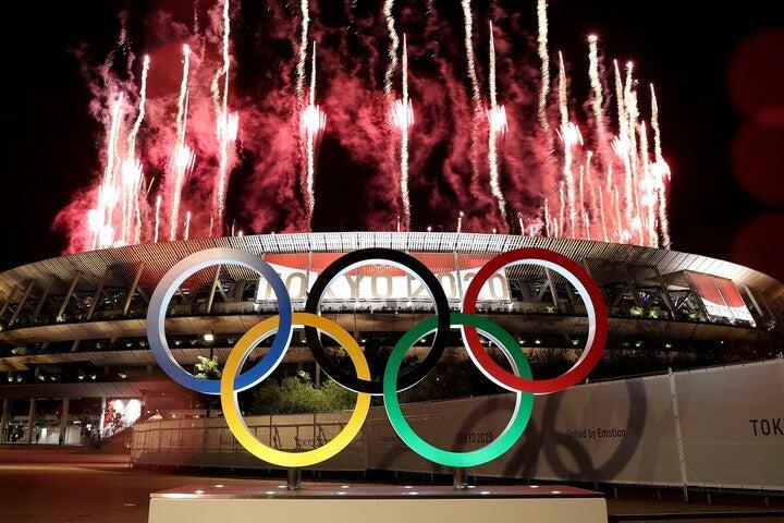 東京五輪の開会を告げる花火が打ち上げられた様子。(C)Getty Images