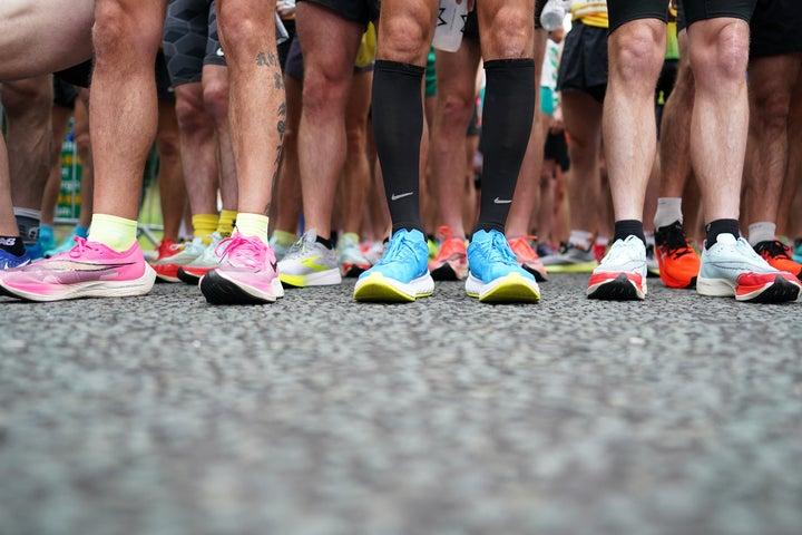 世界のトップランナーが履く厚底シューズ。40ミリ以上の厚さの靴は違反となる。(C)Getty Images