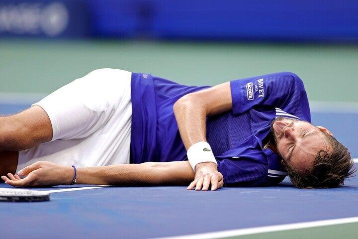 「優勝したらやろうと思っていた」とパフォーマンスについて説明したメドベージェフ。(C)Getty Images