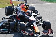 王座を狙うフェルスタッペンがハミルトンに乗り上げた。結果としてともにリタイヤを余儀なくされた。(C)Getty Images