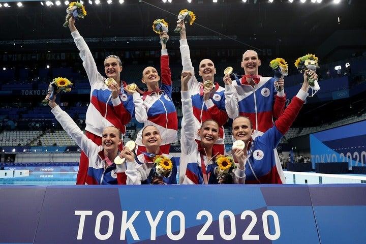 東京五輪でも圧倒的な強さを誇ったアーティスティック・スイミングのロシア勢。前列の右端がゴリアドキナだ。(C)Getty Images